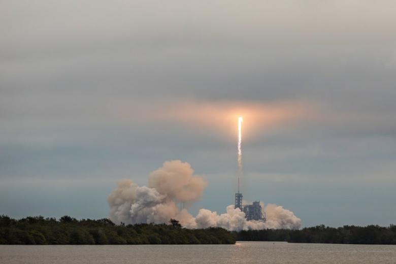 "SpaceX запустила в космос спутники для раздачи ""всемирного интернета"" фото 1"