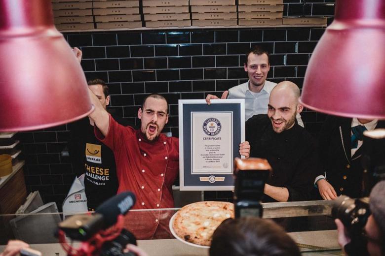 111 сыров: Берлин побил мировой рекорд по пицце фото 2