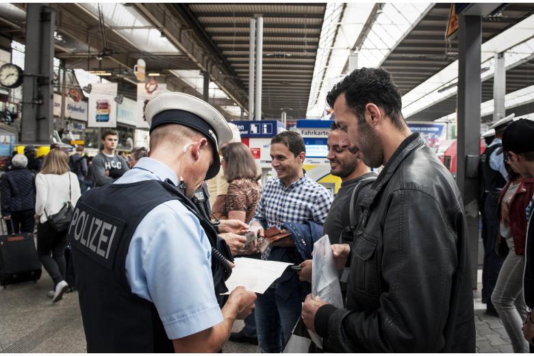 Конец «открытых границ»: в Германии ужесточат процедуру предоставления убежища фото 1