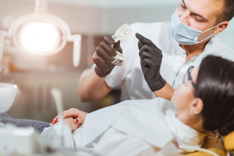 Как выбрать прочную и недорогую зубную пломбу фото 1