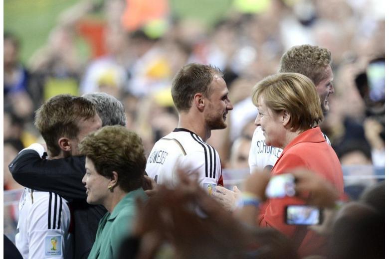 СМИ: Меркель бойкотирует ЧМ-2018 фото 1