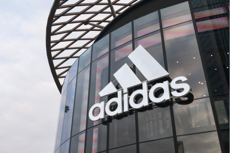 Из-за скандала фирма Adidas сняла спродаж платье ссимволикой СССР фото 1
