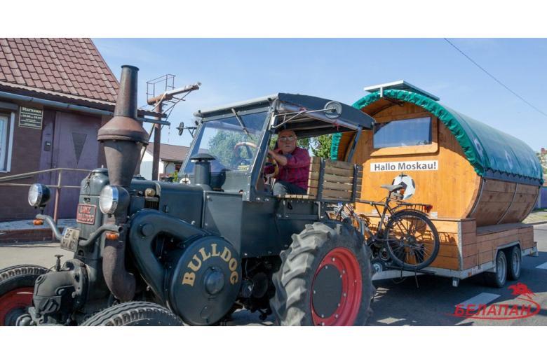 Как в Москве приняли немца, приехавшего на ЧМ-2018 на тракторе? фото 1