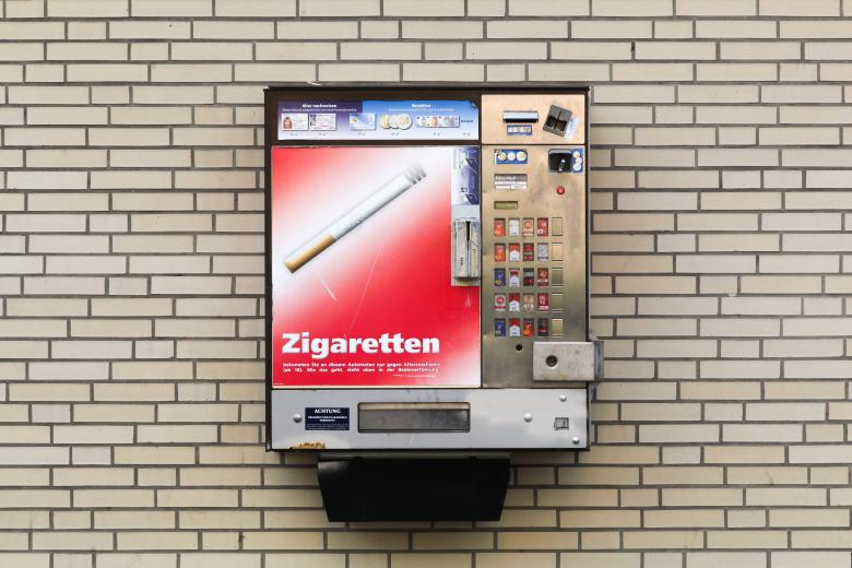 Автомат по продаже сигарет в Гамбурге фото
