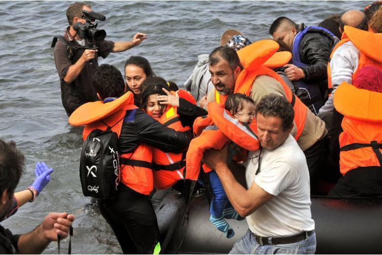 Немецким кораблям запрещают спасать беженцев фото 1