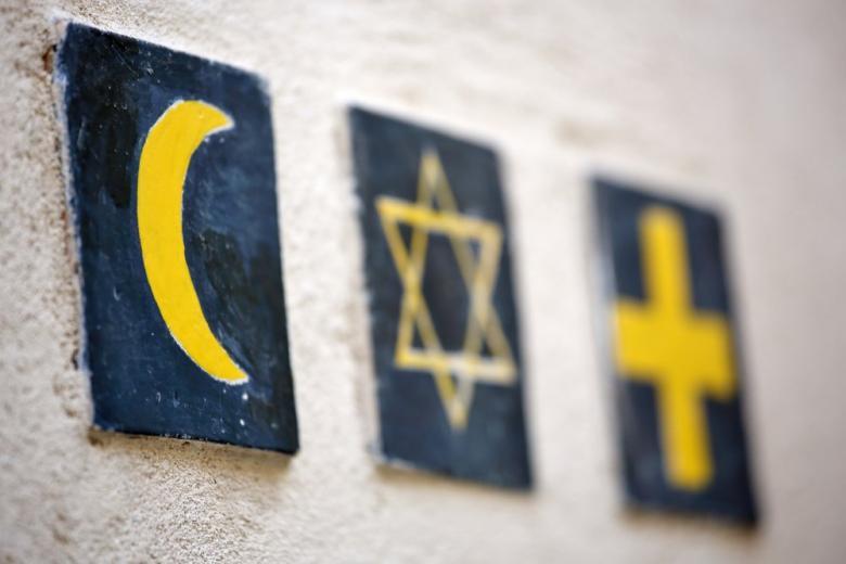 полумесяц, звезда Давида, крест