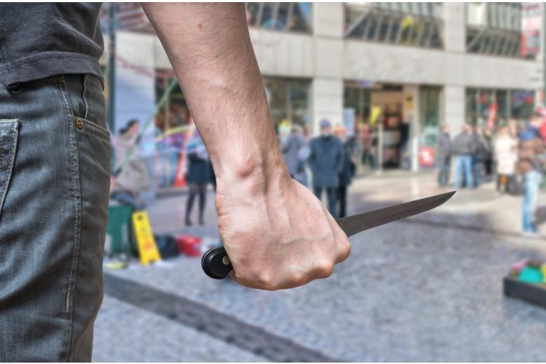 Утреннее нападение в Берлине: двое раненых и сбежавший преступник фото 1