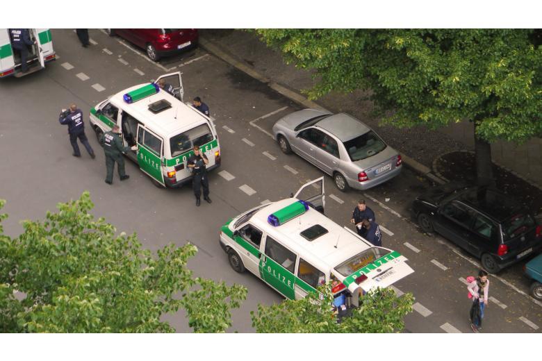 В берлинскую школу ворвались вооруженные люди фото 1