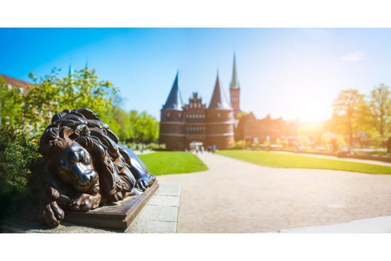 Голштинские ворота: средневековая немецкая достопримечательность фото 1