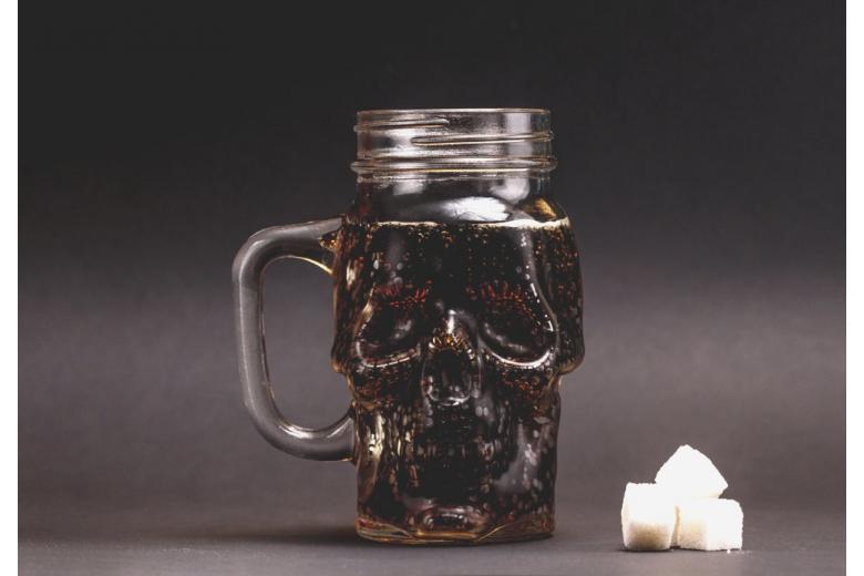 Губит людей не пиво: ученые назвали самый вредный напиток фото 1