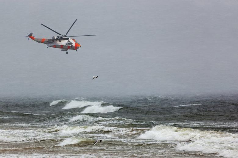 Спасли в последнюю минуту: во время шторма едва не погибла целая семья фото 1