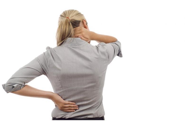 Как можно «заработать» болезнь спины, просто почистив зубы? фото 1