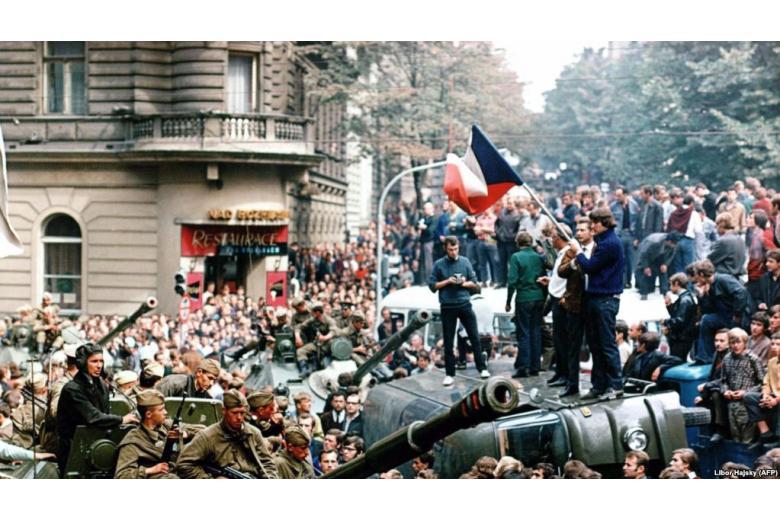 Незабытая обида. Что россияне и чехи знают о вторжении 1968 года фото 1
