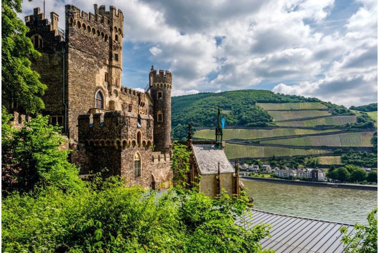 замок Рейнштайн в Германии