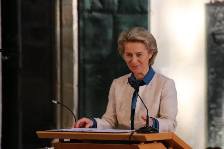 Урсула фон дер Ляйен: «Господин Трамп не встречал еще такой женщины, как Ангела Меркель» фото 1