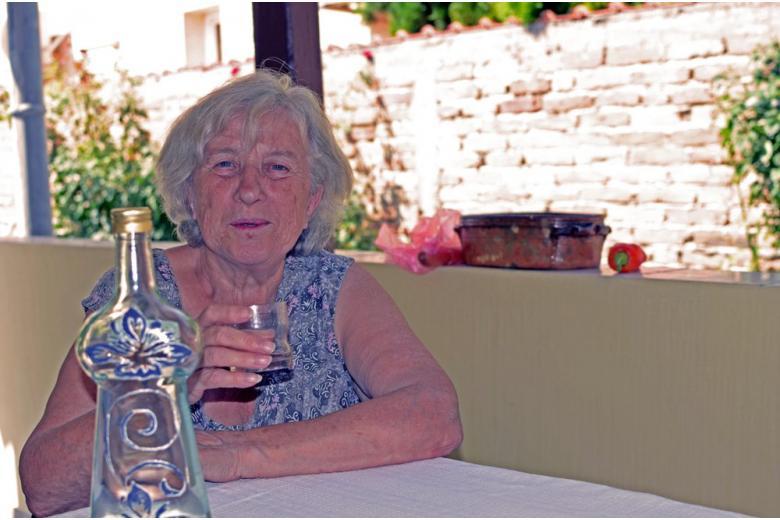 Бокал виски на ночь – секрет британской долгожительницы фото 1