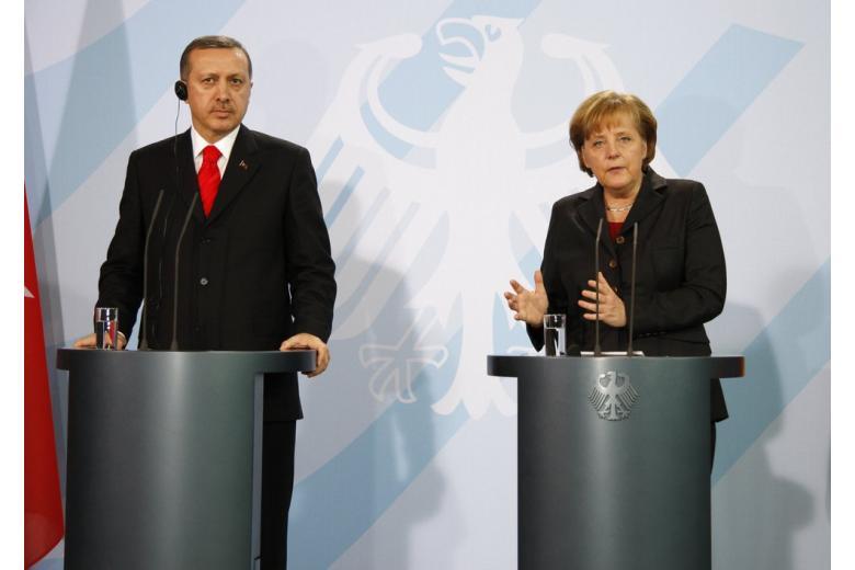 Меркель не сядет за один стол с президентом Турции фото 1