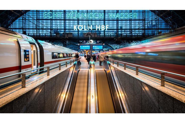 В Нижней Саксонии запустили первый в мире поезд с водородным двигателем фото 1