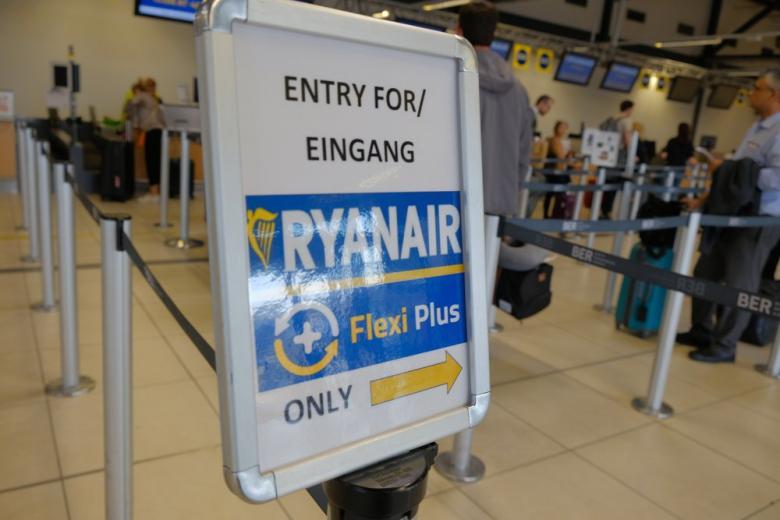 Табличка Ryanair Flexi Preis в аэропорту фото