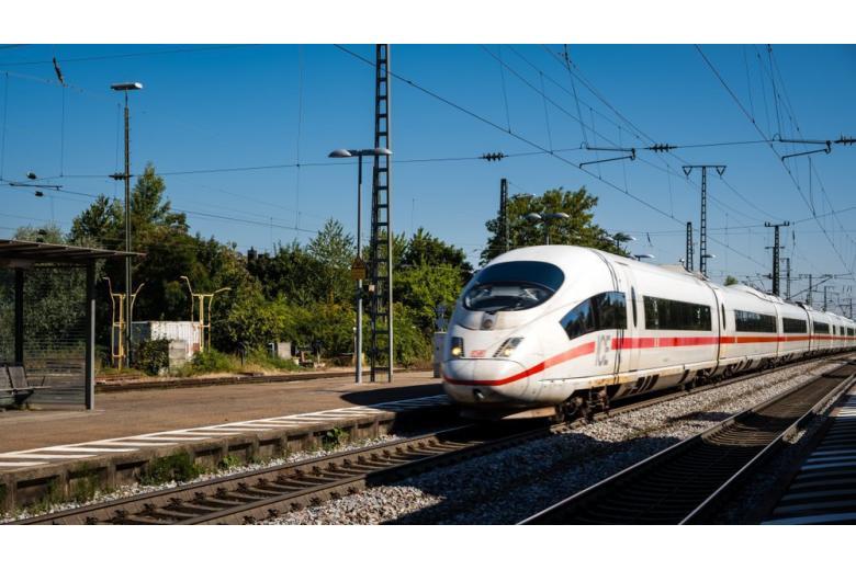 Террористы атаковали поезд в Баварии: пассажиры не пострадали фото 1