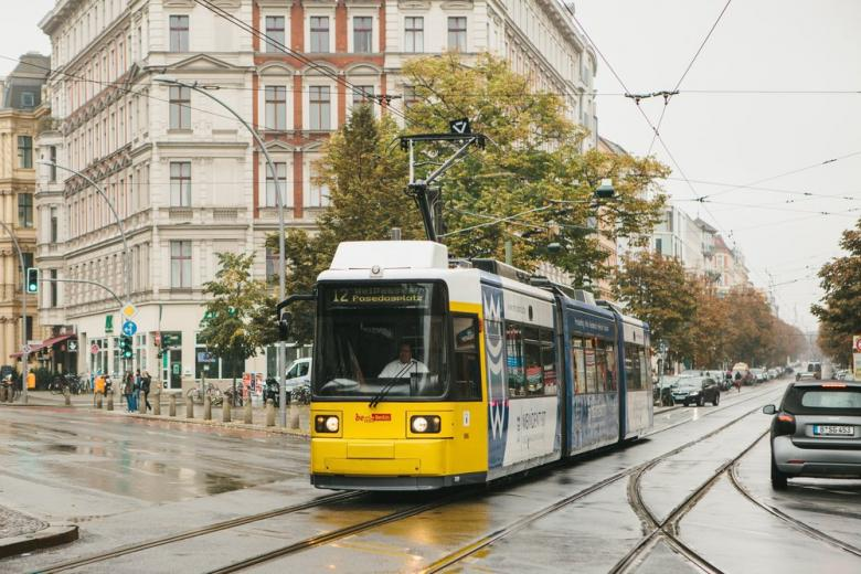 Сотрудники общественного транспорта Берлина будут штрафовать автомобилистов фото 1