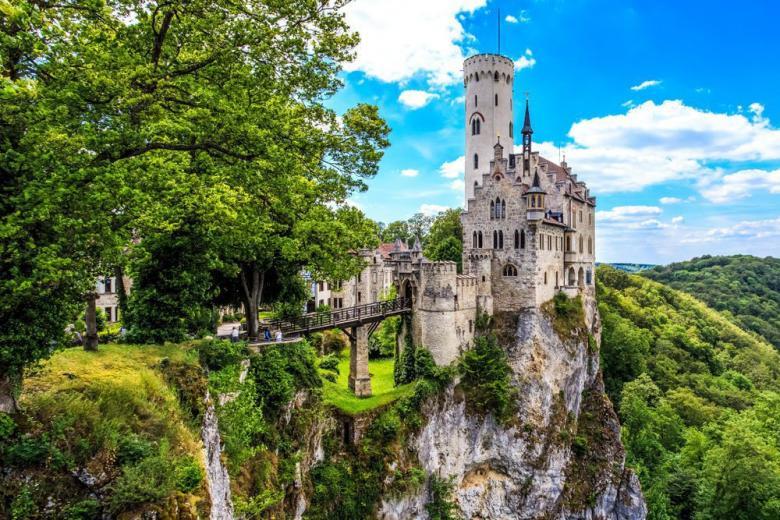 История немецкого замка Лихтенштайн фото 3
