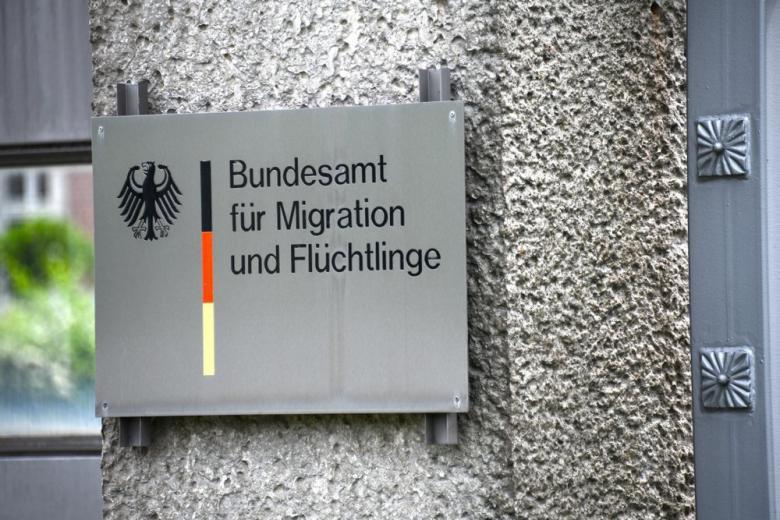 В Берлинском BAMF не успевают рассматривать дела беженцев: положение критическое фото 1