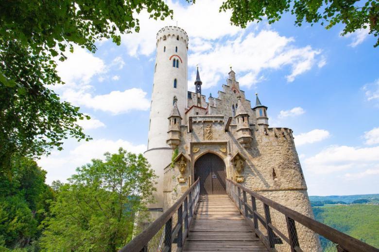 История немецкого замка Лихтенштайн фото 2
