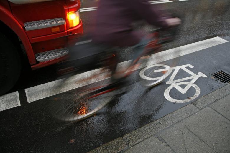 В Германии тестируют новую систему защиты велосипедистов на дорогах фото 1