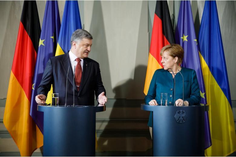 О чем говорили Меркель и Порошенко во время встречи в Киеве? фото 1