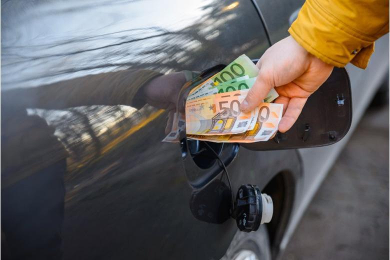 Министр окружающей среды требует повышения цен на бензин фото 1