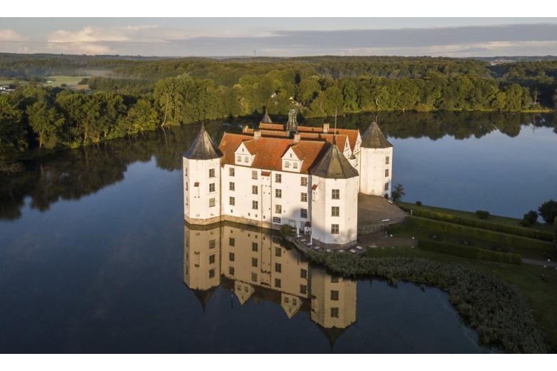 Глюксбург – особенности самого северного замка Германии фото 3
