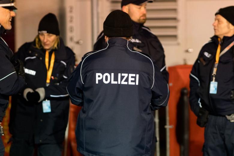 полиция и мигранты в Германии
