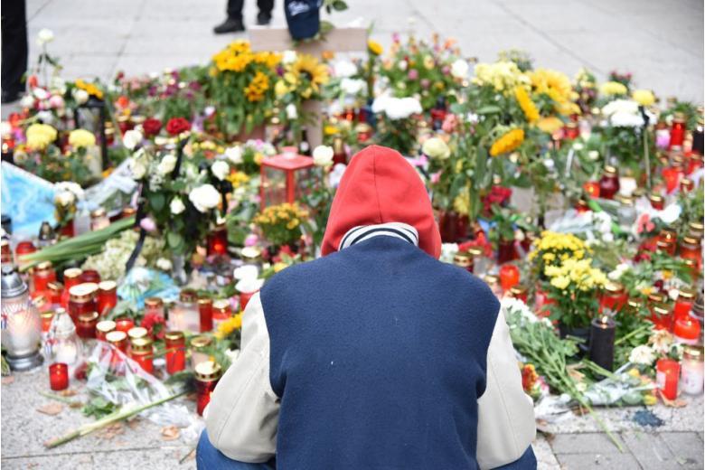 Цветы в честь погибших
