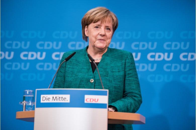 Ангела Меркель за трибуной