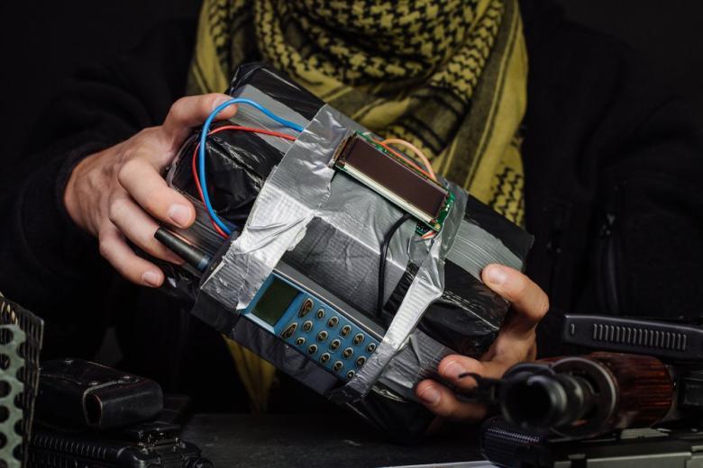 Беженец-террорист с бомбой