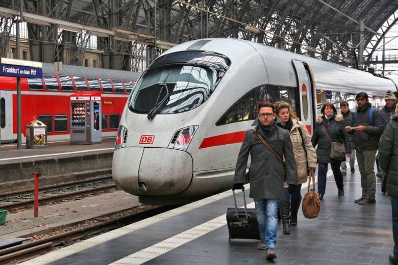 поезда в Германии и пассажиры