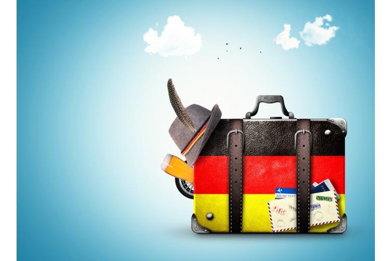 чемодан путешественника с вещами