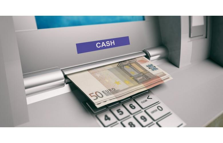 деньги и банковский автомат