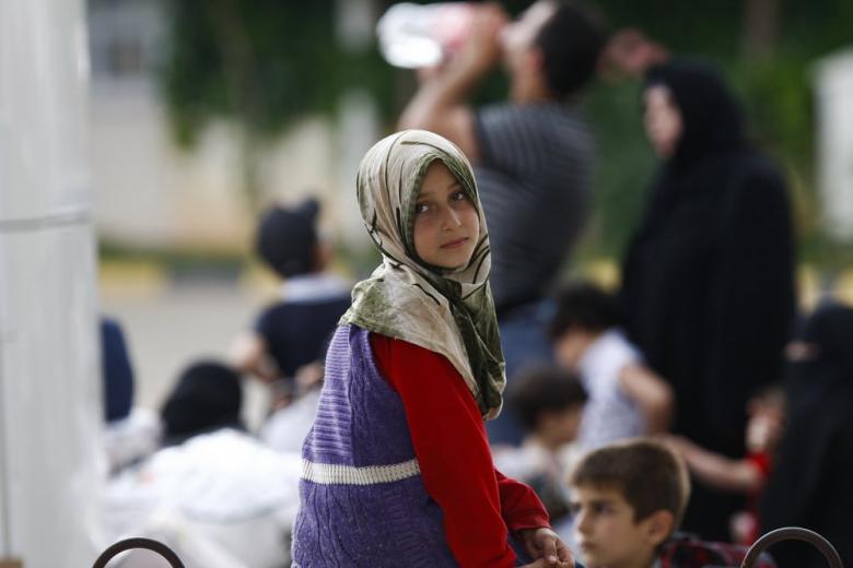 Девочка-беженка на улице