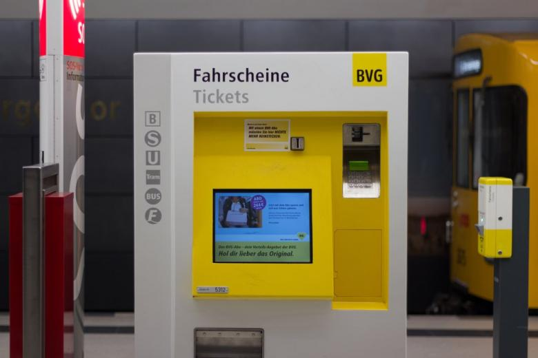 Автомат для покупки билетов в метро Берлина