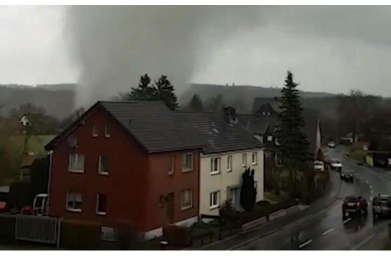 Торнадо в Айфеле