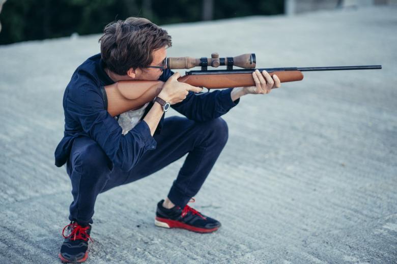 Парень с винтовкой