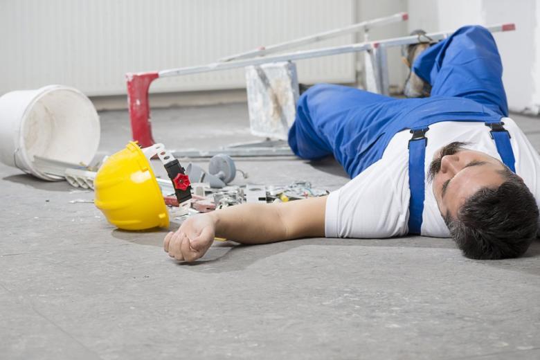 строитель несчастный случай