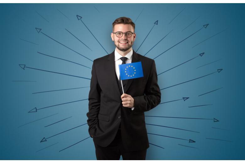 Мужчина с флагом ЕС
