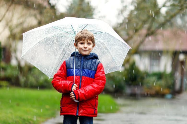 Мальчик с зонтом