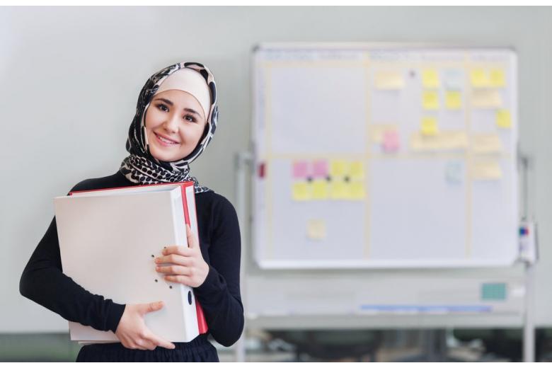 мусульманка в офисе