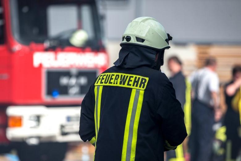 Пожарник пожарная машина
