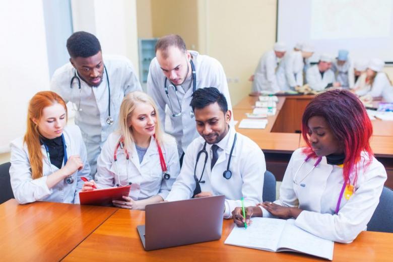 врачи мигранты