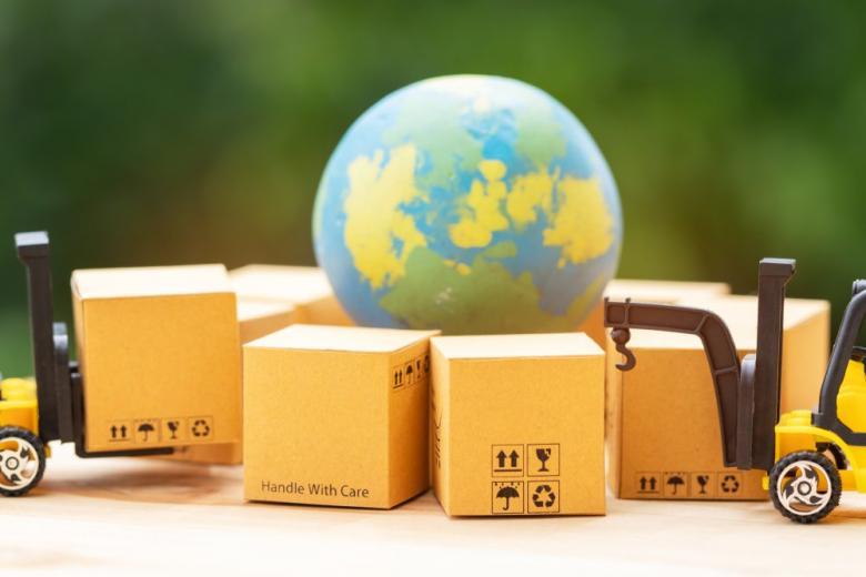 Глобус и коробки